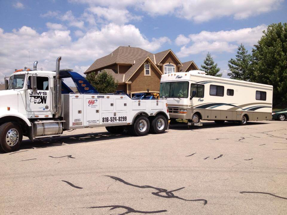 Jims Heavy Duty Towing an RV